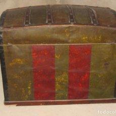 Antigüedades: ANTIGUO Y GRAN BAUL EN MADERA Y CHAPA COFRE ANCHO 95 CM. PROFUNDIDAD 54 ALTURA: 60 CM.. Lote 176463987