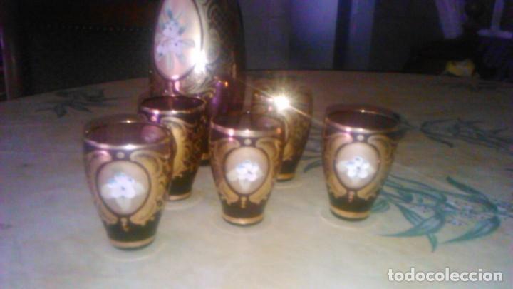 Antigüedades: Precioso juego de licorera y 5 vasitos de cristal de murano,decorado con oro y flores de porcelana. - Foto 3 - 62555564