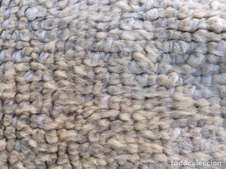 Antigüedades: Gran alfombra de nudo español bastante antigua realizada en lana. - Foto 3 - 62559360