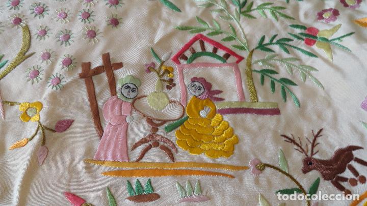 ANTIGUO MANTON SEDA BORDADO A MANO (Antigüedades - Moda - Mantones Antiguos)