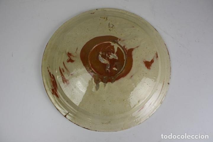 Antigüedades: PLATO. ESMALTADO A MANO. LA BISBAL. ESPAÑA. PRINCIPIO SIGLO XX. - Foto 3 - 117680563