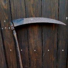 Antigüedades: ANTIGUA GUADAÑA CON MANGO DE HIERRO. Lote 62611252