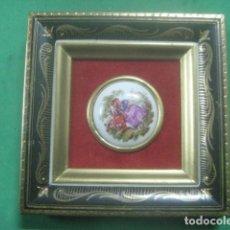Antigüedades: MINIATURA EN CUADRO CON PORCELANA DE LIMOGES DEL SIGLO XIX, ESCENA DE FRAGONARD, DECORACIONES EN ORO. Lote 62615156