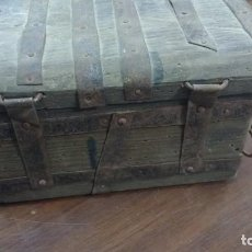 Antigüedades: CAJA DE MADERA ANTIGUA HECHA A MANO COMPLETAMENTE. Lote 62615684