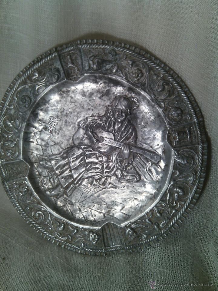 TONDO EN METAL PLATEADO. SIGLO XIX. (Antigüedades - Hogar y Decoración - Platos Antiguos)