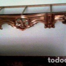 Antigüedades: BONITA CONSOLA DE BRONCE Y TAPA DE MARMOL JASPEADO REDONDEADO. Lote 62657812