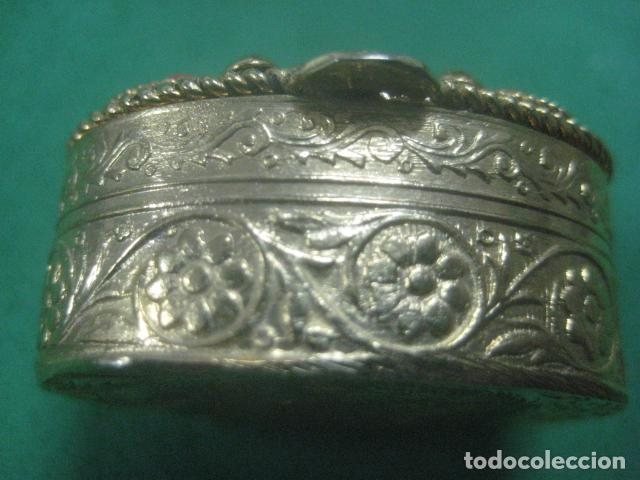 Antigüedades: PRECIOSA CAJITA O PASTILLERO DE PLATA LABRADA CON CHAPADO DE ORO Y CORALES EN TAPA PUNZON INTERIOR - Foto 7 - 62668360
