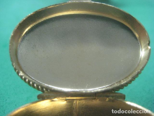 Antigüedades: PRECIOSA CAJITA O PASTILLERO DE PLATA LABRADA CON CHAPADO DE ORO Y CORALES EN TAPA PUNZON INTERIOR - Foto 10 - 62668360