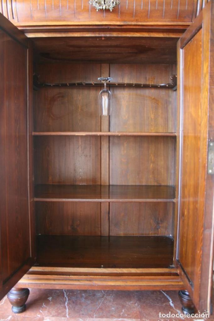 Antiguo mueble aparador madera nogal raiz incru comprar for Mueble para cristaleria
