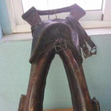 Antigüedades: COLLERA DE CUERO ACOLCHADO. Lote 62814840