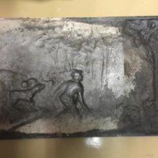 Antigüedades: PLANCHA DE PLATA. REPUJADA.. Lote 62812372