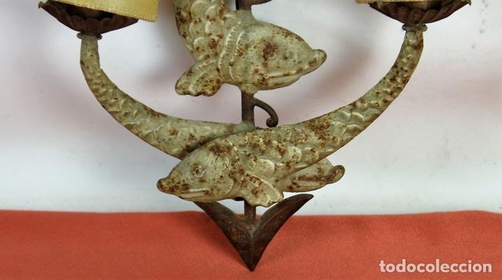 Antigüedades: ANTIGUO APLIQUE DE PARED. CHAPA METALICA. ESPAÑA. SIGLO XX. - Foto 6 - 62869516