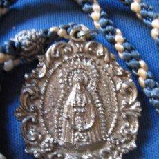 Antigüedades: MEDALLA CON CORDON DE LA VIRGEN DE REGLA DEL PINAR - CHIPIONA - CADIZ. Lote 62898992