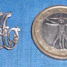 Antigüedades: ANTIGUAS INICIALES MA PLATA TALLADA PARA COSER. Lote 62913440