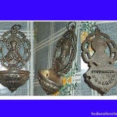 Antigüedades: BENDITERA DE METAL VIRGEN DE LA ESPERANZA LA MACARENA PARA COLGAR DE ADORNO. Lote 62914776
