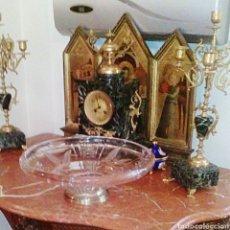 Antigüedades: CENTRO DE MESA DE CRISTAL TALLADO Y BASE EN PLATA DE LEY CON CONTRASTE.. Lote 62967536