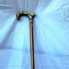 Antigüedades: PRECIOSO BASTON CON EMPUÑADURA NACARADA. Lote 62983536