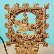 Antigüedades: PEQUEÑA LAMPARITA DE SOBREMESA EN ESTAÑO. SAN JORGE.. Lote 62986436