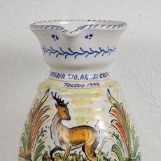 Antigüedades: VIEJA JARRA JARRÓN CERÁMICA TALAVERA TOLEDO DE PAZ, STO. ÁNGEL CUSTODIO. Lote 63159692