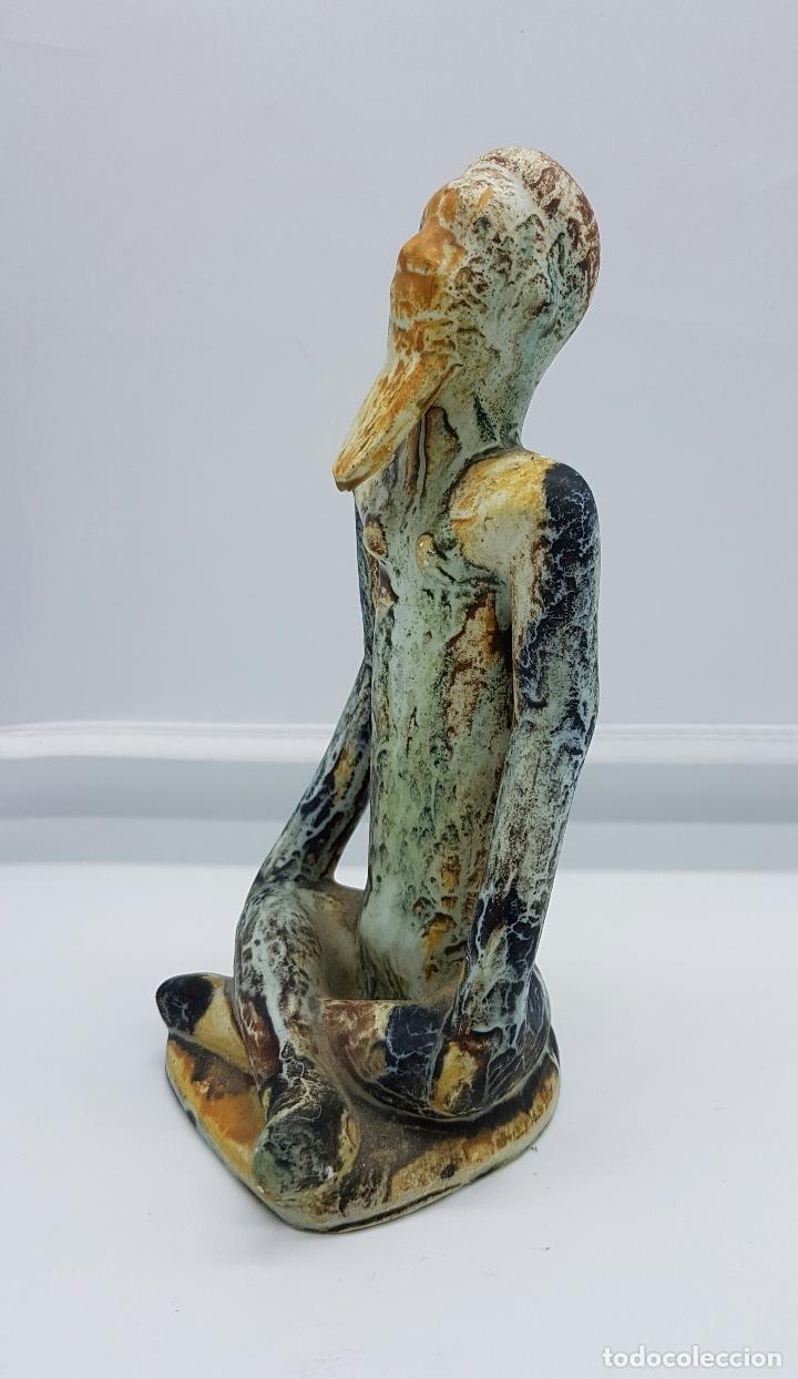 Antigüedades: Escultura antigua de estilo precolombino en cerámica muy fina ( sabio en posción de loto de asia ) . - Foto 2 - 63263340