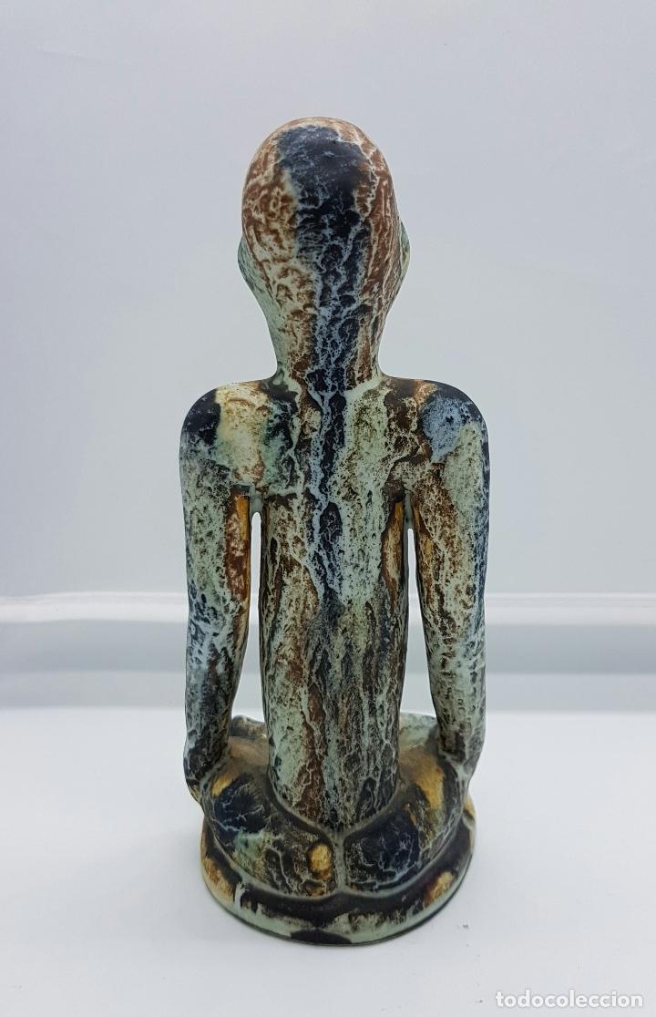 Antigüedades: Escultura antigua de estilo precolombino en cerámica muy fina ( sabio en posción de loto de asia ) . - Foto 3 - 63263340