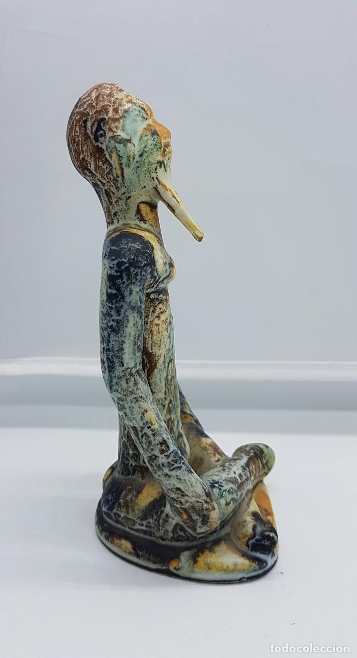 Antigüedades: Escultura antigua de estilo precolombino en cerámica muy fina ( sabio en posción de loto de asia ) . - Foto 4 - 63263340