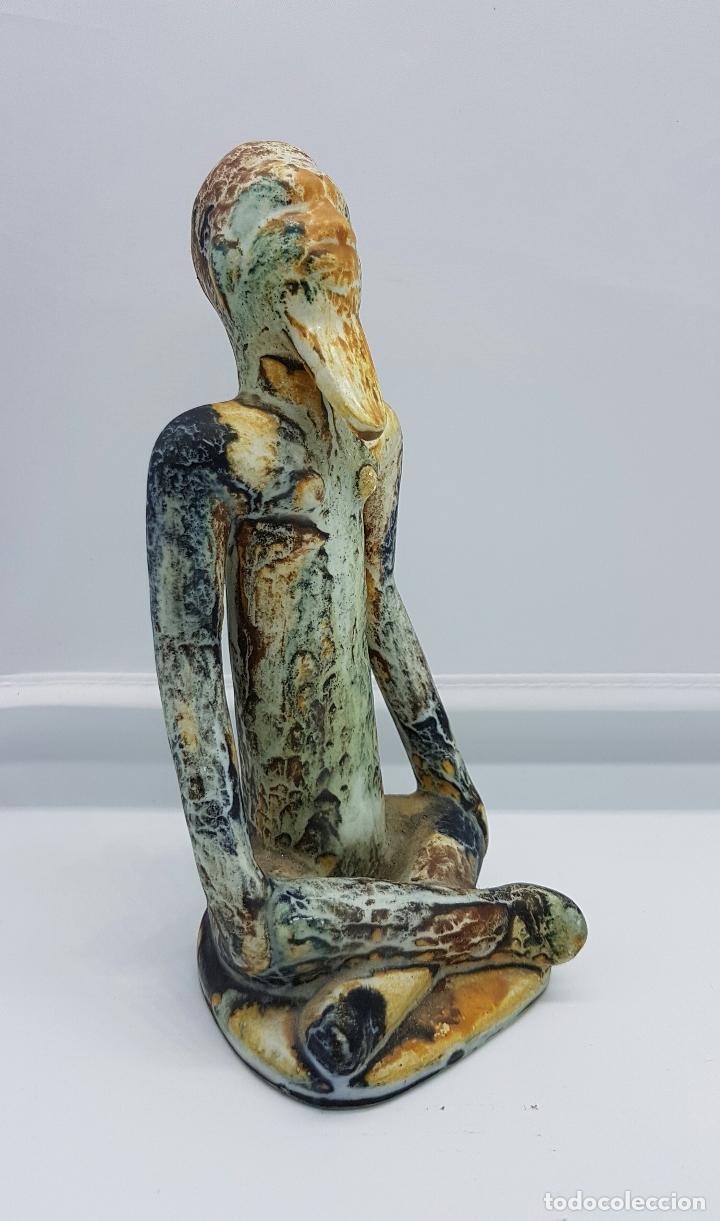Antigüedades: Escultura antigua de estilo precolombino en cerámica muy fina ( sabio en posción de loto de asia ) . - Foto 5 - 63263340