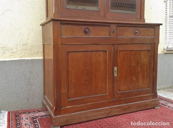 Antigüedades: Vitrina antigua estilo isabelino. Mueble librero antiguo Vitrina librería estentería alacena antigua - Foto 14 - 194156217