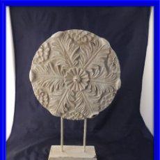 Antigüedades: MONEDA RESINA DECORATIVA CON SOPORTE. Lote 63360104