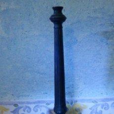 Antigüedades: PORTAVELAS ? - TRÍPODE EN HIERRO MAZIZO - 40 CM. DE ALTURA - BOCA INTERIOR ROSCADA -. Lote 63512876