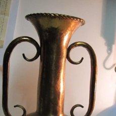 Antigüedades: EXTRAORDINARIO JARRÓN EN COBRE MARTILLEADO. Lote 63563448