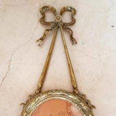Antigüedades: PRECIOSO MARCO PORTAFOTOS EN BRONCE ESTILO LUIS XVI,S. XIX-XX. Lote 63597540
