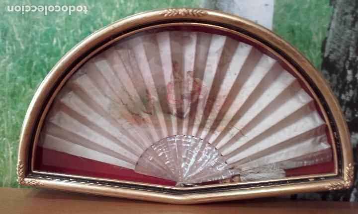 Antigüedades: Abaniquera y abanico de nácar y seda de 53 x 21 cm (época isabelina) - Foto 2 - 63622859