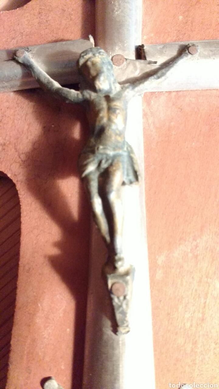 Antigüedades: Crucifijo madera. Cristo de cobre y cruz de metal. 24 cm. - Foto 2 - 63719339