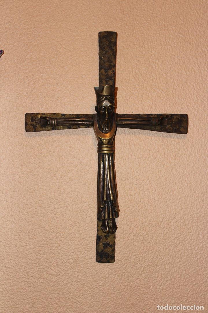 Antigüedades: ANTIGUO CRUCIFIJO ESTILO ROMÁNICO EN BRONCE MAJESTAD CRISTO SOBRE CRUZ DE HIERRO - Foto 5 - 58465002