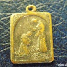 Antigüedades: MEDALLA RELIGIOSA DE BRONCE CON TEXTO. Lote 63787803