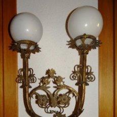 Antigüedades: LAMPARA APLIQUE DE PARED EN BRONCE. MODERNISTA S. XIX-XX. GRANDE. PALACIEGA.. Lote 63799907