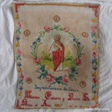 Antigüedades: TELA CORAZÓN DE JESÚS BORDADA A MANO PUNTO DE CRUZ 1907. Lote 63804159