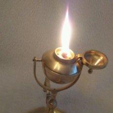 Antigüedades: ANTIGUA LAMPARA DE ACEITE CAPUCHINA DE SOBREMESA O PARED SISTEMA BASCULANTE CARDAN NAUTICA RARISIMA. Lote 63814867