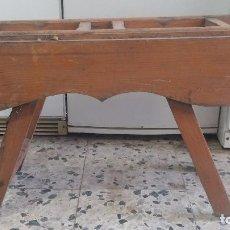 Antigüedades: ANTIGUA MADERA CANTARERA O PARA CANTAROS. Lote 63822315