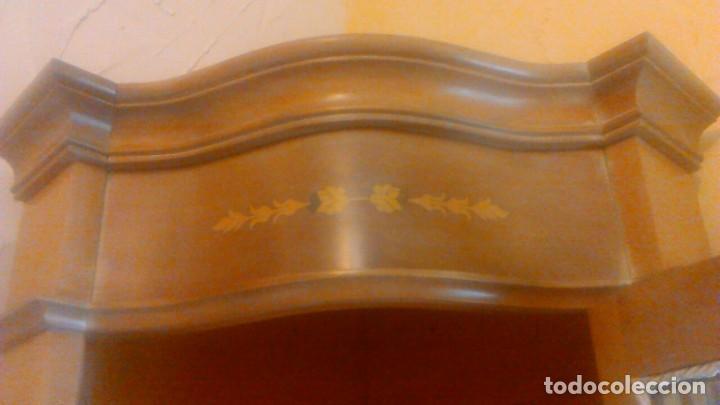 Antigüedades: Preciosa vitrina rinconera con marquetería,cristal curvo,madera noble.inglesa. - Foto 10 - 63964111