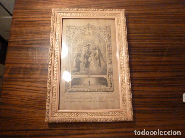 MARCO DE MADERA CON RECUERDO PRIMERA COMUNION 1908 (Antigüedades - Religiosas - Varios)
