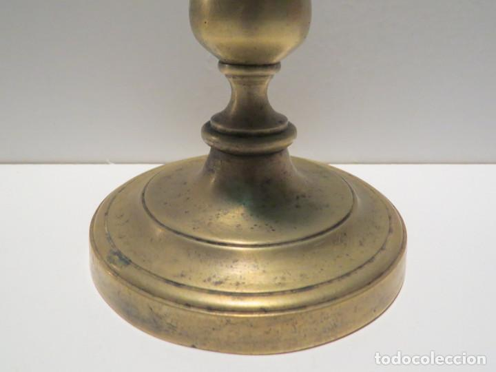 Antigüedades: CANDELABRO BRONCE ESPAÑOL FINALES DEL SIGLO XVII - Foto 3 - 64025115