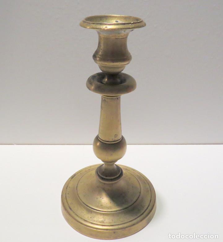 Antigüedades: CANDELABRO BRONCE ESPAÑOL FINALES DEL SIGLO XVII - Foto 4 - 64025115
