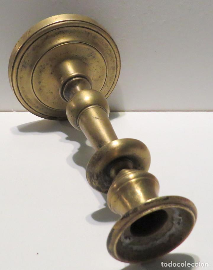 Antigüedades: CANDELABRO BRONCE ESPAÑOL FINALES DEL SIGLO XVII - Foto 12 - 64025115