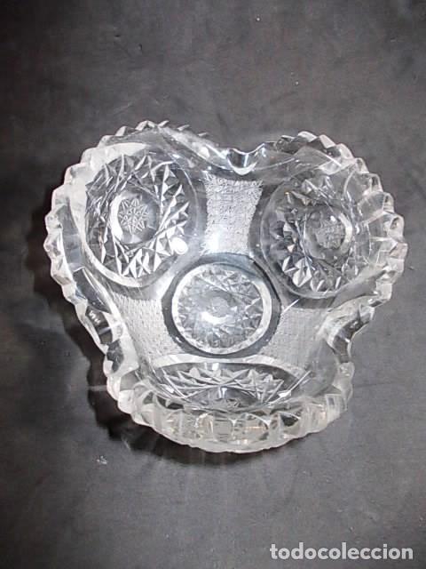 ANTIGUO CENICERO EN CRISTAL DE BOHEMIA FINAMENTE TALLADO. (Antigüedades - Cristal y Vidrio - Bohemia)