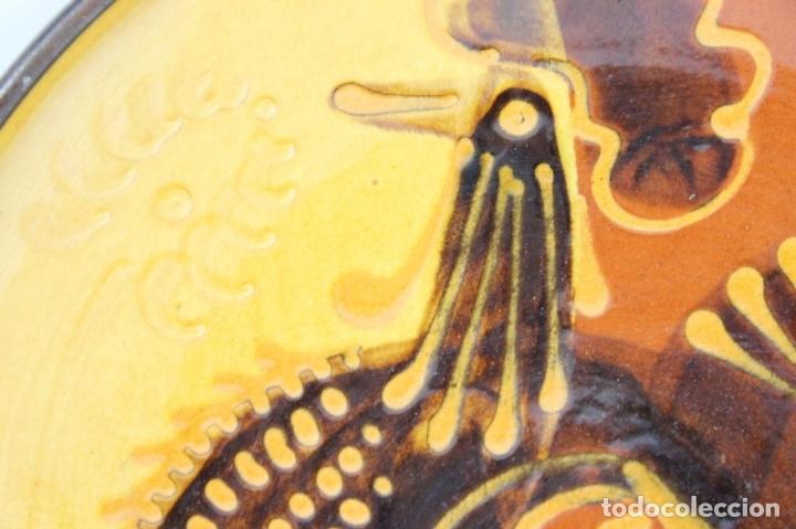 Antigüedades: PAREJA DE PLATOS EN CERAMICA FIRMADOS VILA CLARA. LA BISBAL. MED S XX. - Foto 2 - 44355010