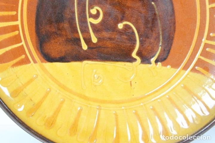 Antigüedades: PAREJA DE PLATOS EN CERAMICA FIRMADOS VILA CLARA. LA BISBAL. MED S XX. - Foto 4 - 44355010