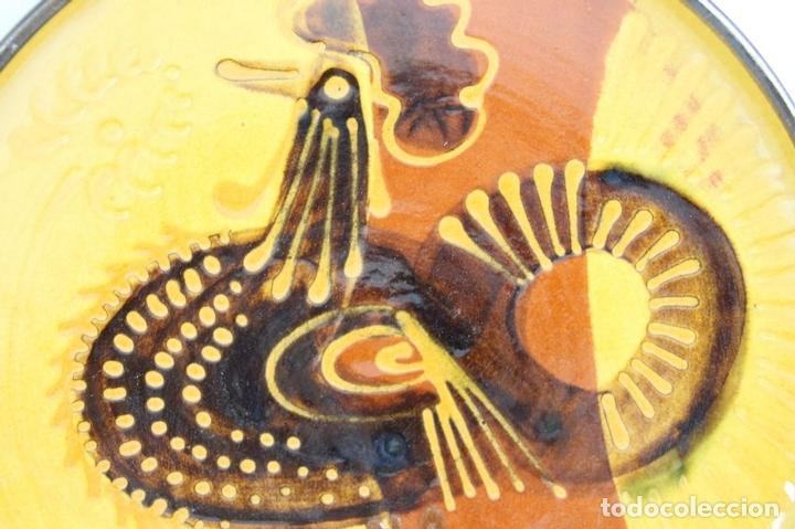 Antigüedades: PAREJA DE PLATOS EN CERAMICA FIRMADOS VILA CLARA. LA BISBAL. MED S XX. - Foto 6 - 44355010