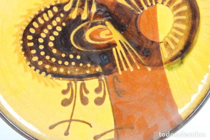 Antigüedades: PAREJA DE PLATOS EN CERAMICA FIRMADOS VILA CLARA. LA BISBAL. MED S XX. - Foto 7 - 44355010